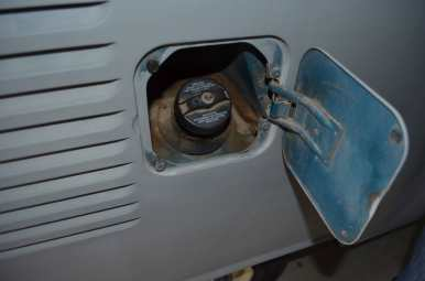 Wrong fuel lid - original sea blue color of the VW Bus