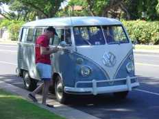 13-window-deluxe-vw-bus-Maui-2009
