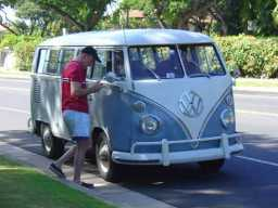 13-window-deluxe-vw-bus-Maui-2009