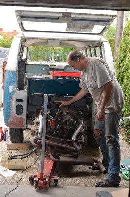 removing-1967-vw-bus-engine-aircooled-motor