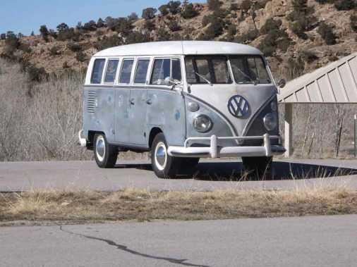volkswagen-bus-1967-deluxe-walk-through-utah-2014