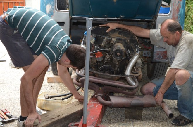 vw-bus-t1-restoration-father-son-project-aircooled-engine