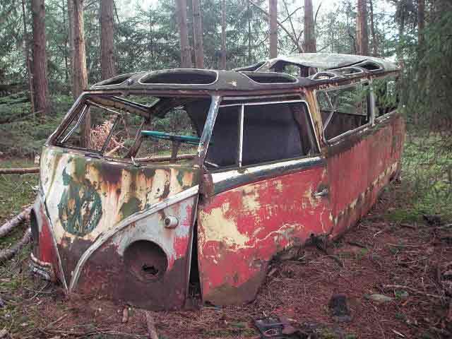 vw-t1-bus-kohlruss-wrack-waldfund-2012