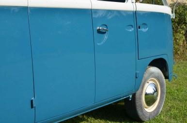 VW-Lack-L360-seeblau-L680-cumulussweiss-T1bus