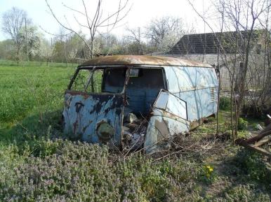 alter-vw-bus-fund-kastenwagen-verwahrlost