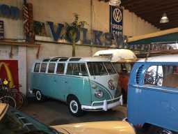 volkswagen-deluxe-bus-samba-turquoise