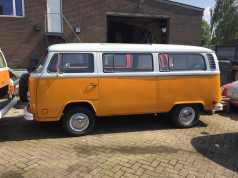 Volkswagen-T2b-Sunroof-Bus