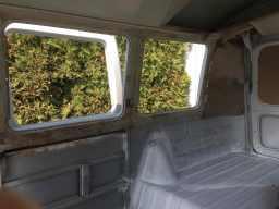 surface-rust-vw-splitscreen-bus-windows