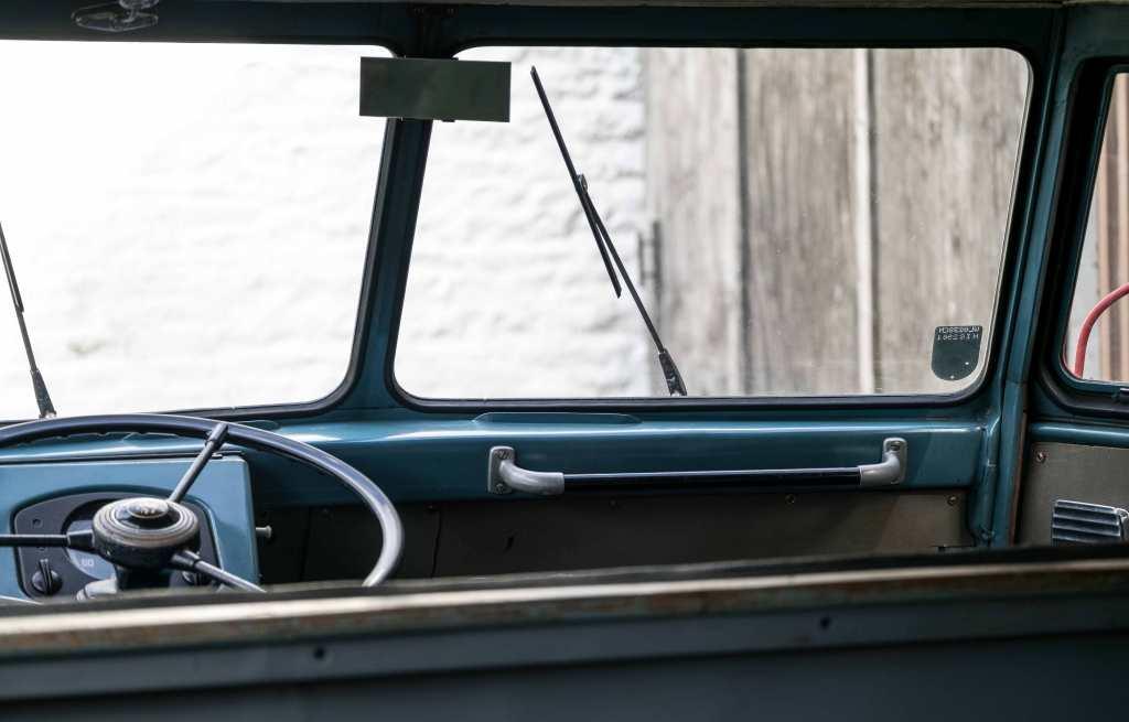 1953-barndoor-vw-driver-cabin-inside