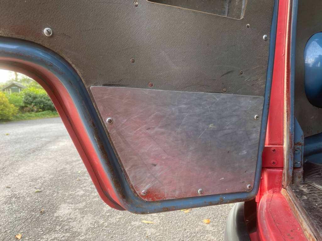 austrian-firebrigade-vw-bus-driver-door-detail