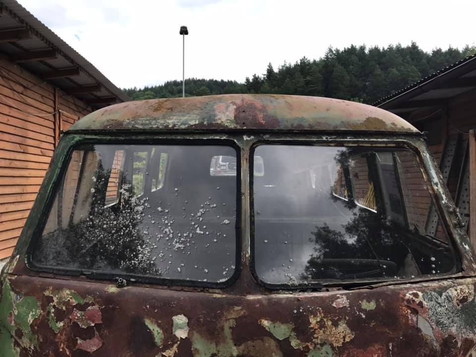 front-roof-holes-headlight-mount-kastenhofer-vwbus