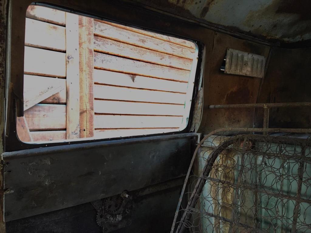 inside-view-coachbuilt-vw-kastenhofer-bus