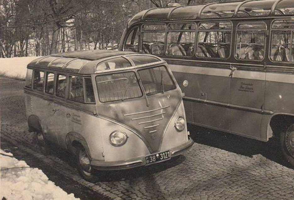 Goeppel-Volkswagen-Barndoor-Bus-Deluxe