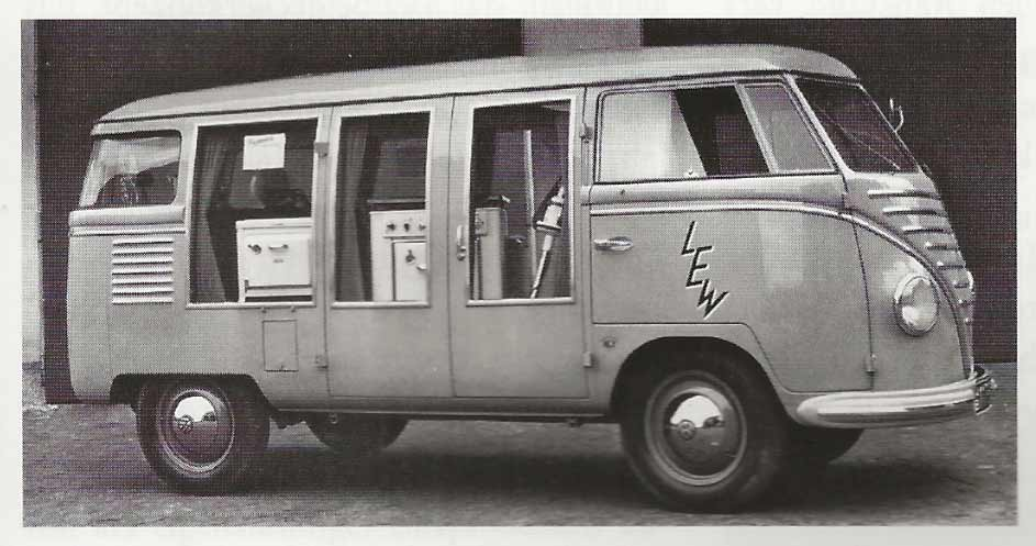 Goeppel-VW-Display-Bus-Barndoor